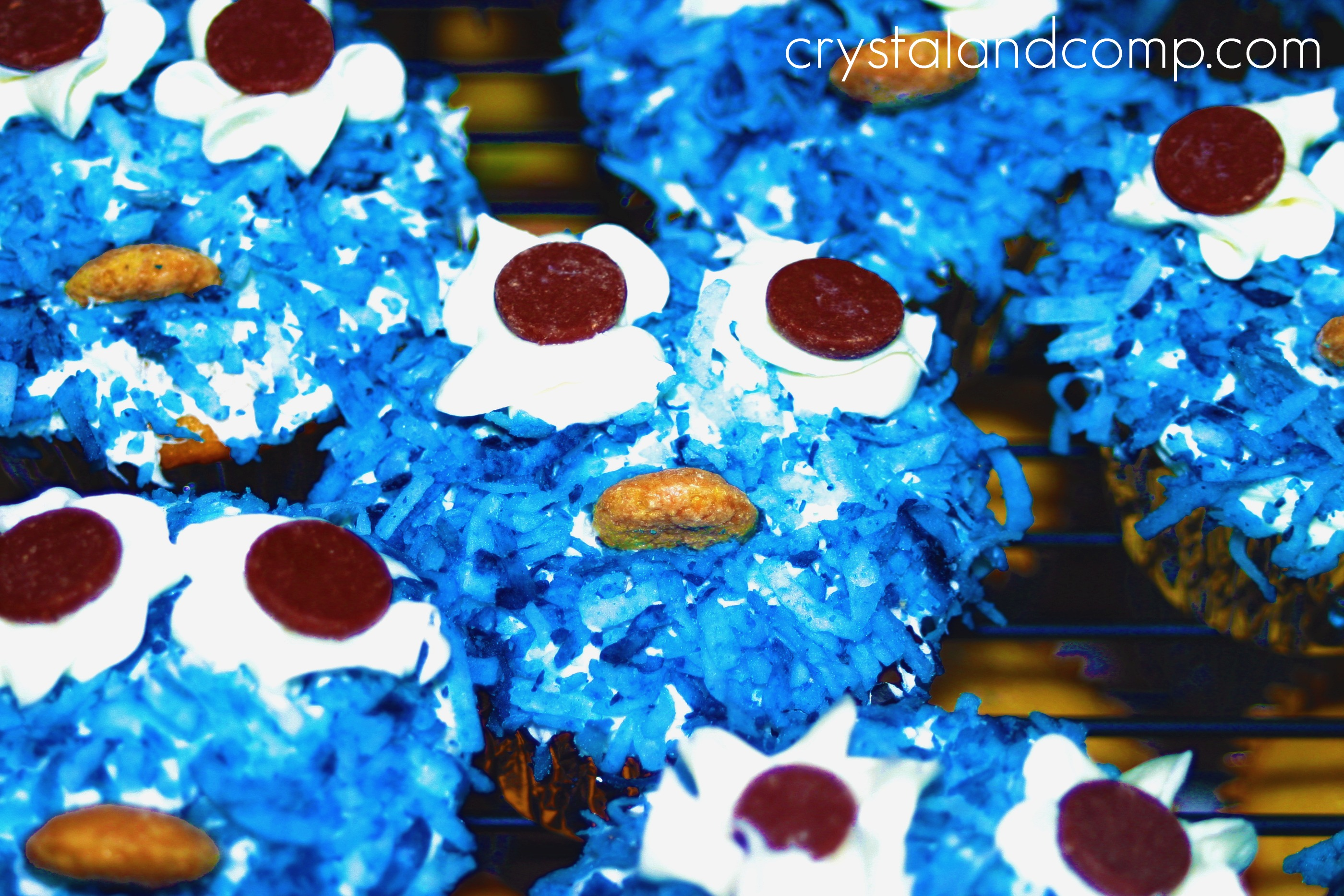 How To Make Cookie Monster And Elmo Cupcakes