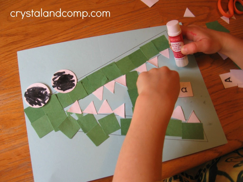 A is for alligator preschool craft (9) - crystalandcomp