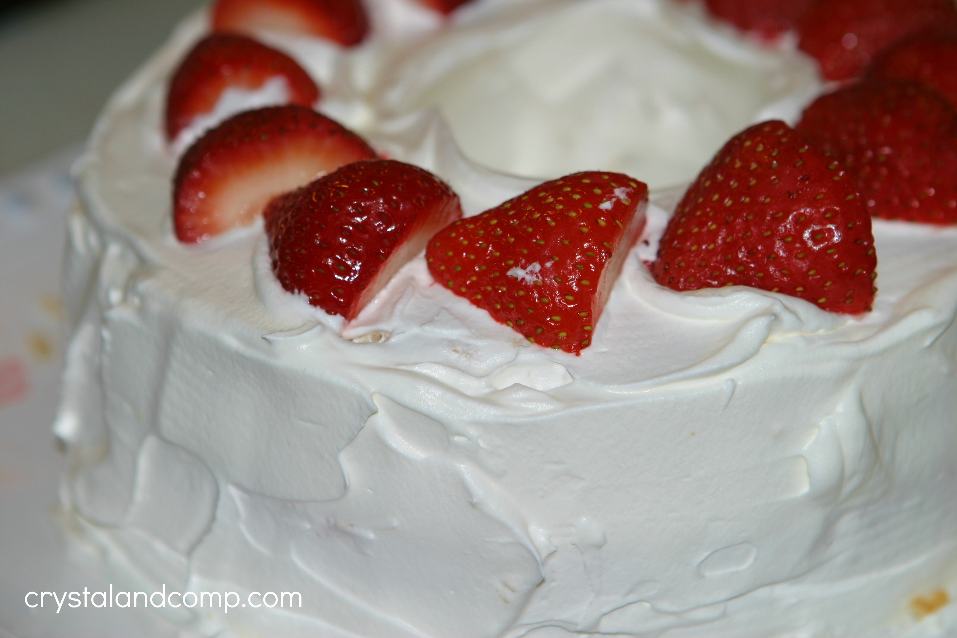 Real easy recipes strawberry angel food cake crystalandcomp healthy strawberry angel food cake forumfinder Image collections